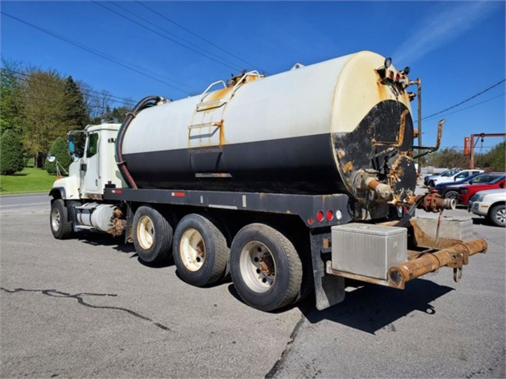 2005 International Truck 6x4, Water Truck #1976D - photo 1