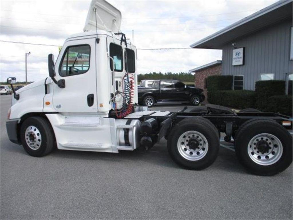 2013 Freightliner Truck 6x4, Tractor #198103 - photo 1