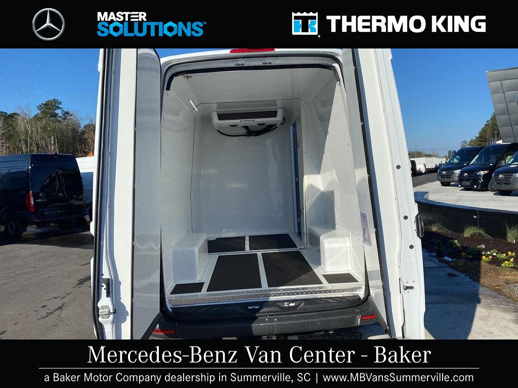 2020 Mercedes-Benz Sprinter 2500 4x2, Thermo King Direct-Drive Refrigerated Body #MV0043 - photo 3