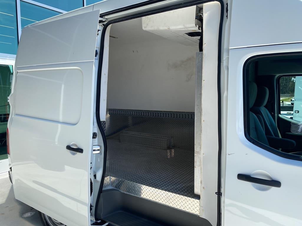 2018 Nissan NV2500 High Roof 4x2, Refrigerated Body #MV0064A - photo 15