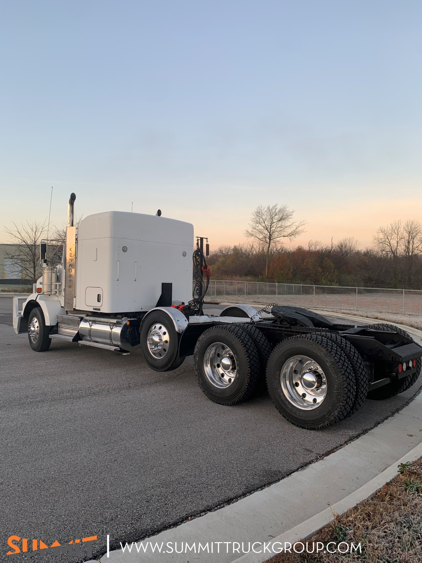 2016 Kenworth Truck Sleeper Cab, Tractor #500P201763 - photo 1