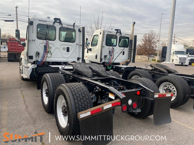 2016 Freightliner Cascadia Day Cab, Tractor #160P202120 - photo 1