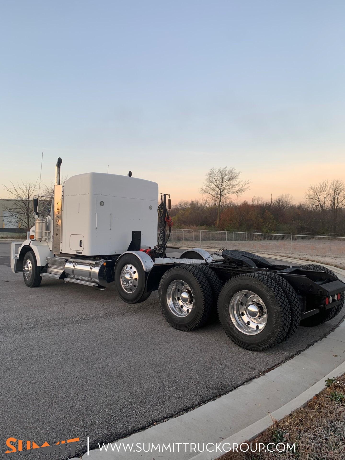 2016 Kenworth Truck Sleeper Cab, Tractor #500P201765 - photo 1