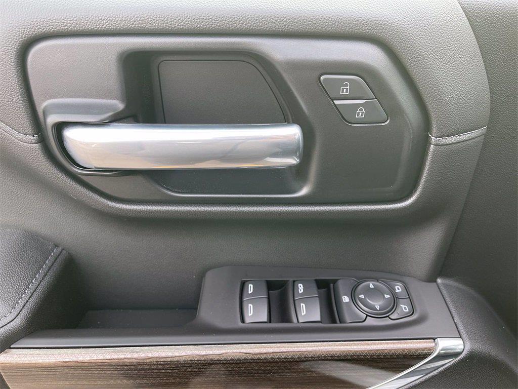 2021 Chevrolet Silverado 1500 Crew Cab 4x4, Pickup #W210313 - photo 15