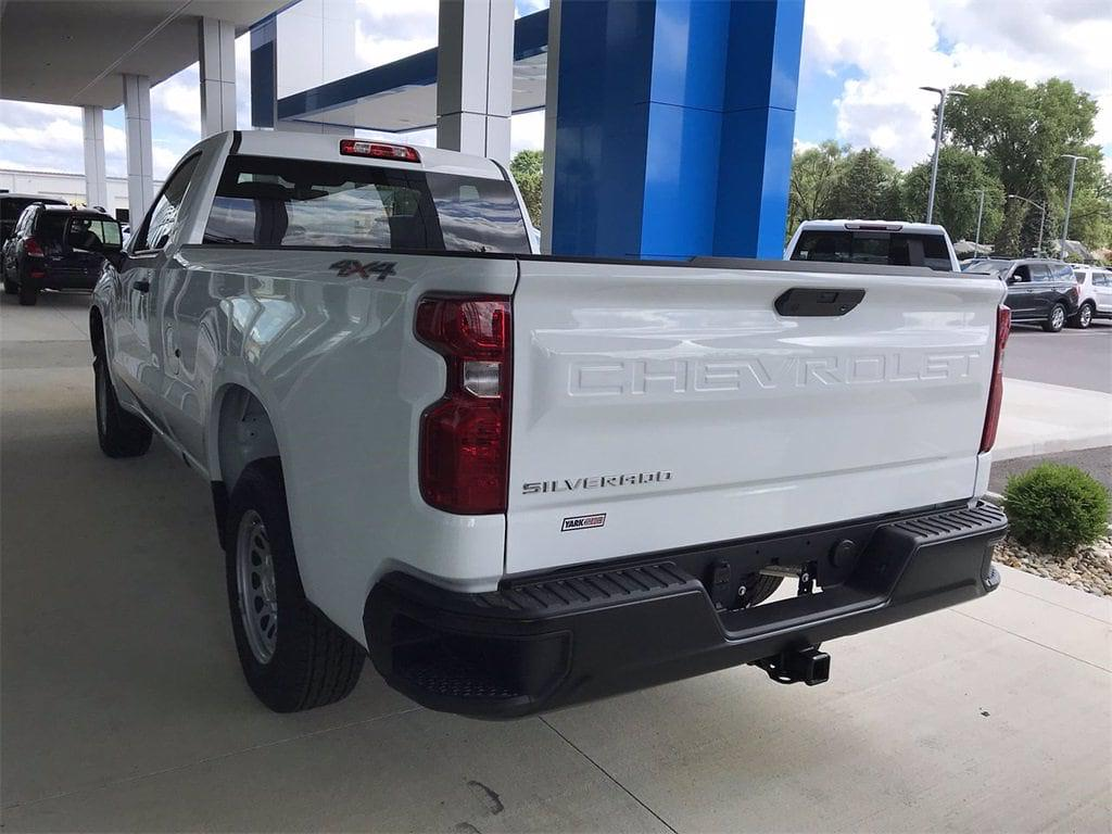 2021 Chevrolet Silverado 1500 Regular Cab 4x4, Pickup #W210637 - photo 2