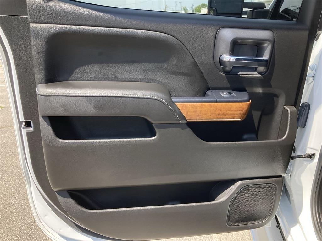 2017 Chevrolet Silverado 2500 Crew Cab 4x4, Pickup #WP5025 - photo 21