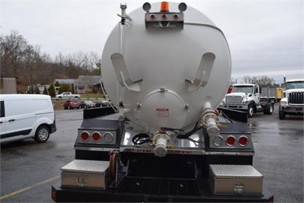 2019 International HX 6x4, Pik Rite Water Truck #EN-19096 - photo 1