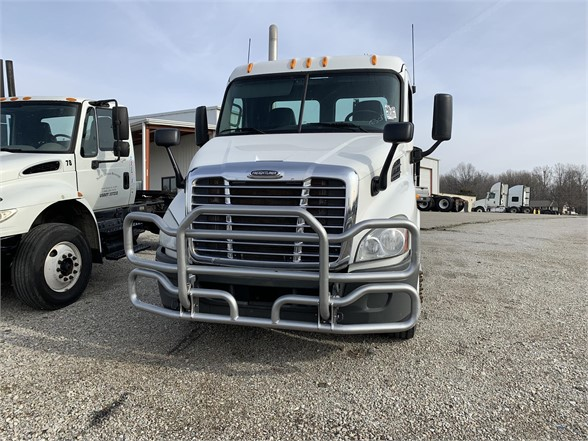 2013 Freightliner Cascadia 4x2, Tractor #7179IN - photo 1