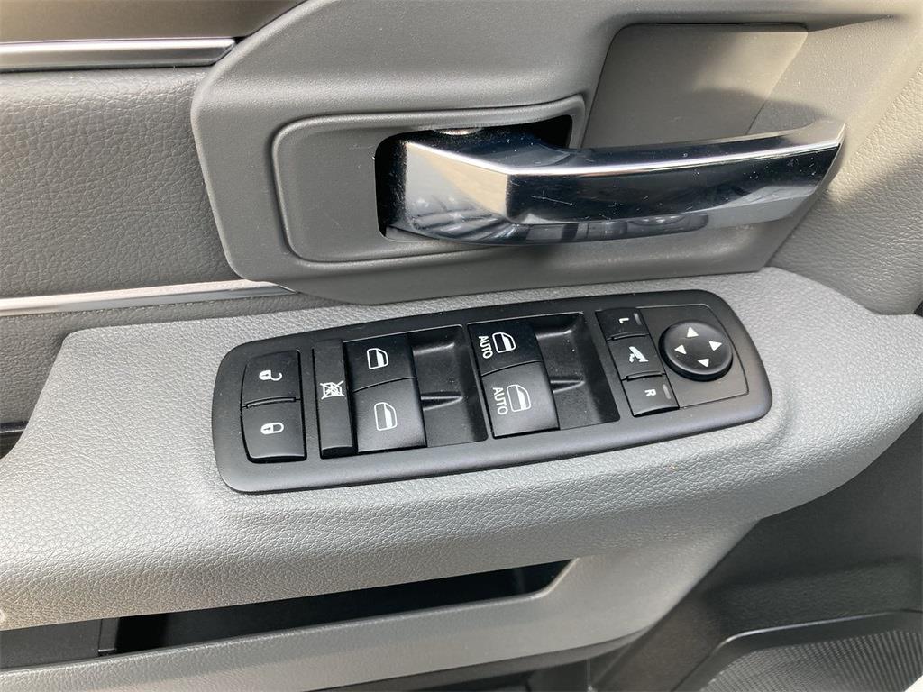 2018 Ram 1500 Crew Cab 4x4, Pickup #D210578A - photo 27