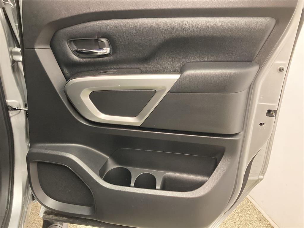 2017 Nissan Titan Crew Cab 4x4, Pickup #D210675B - photo 15