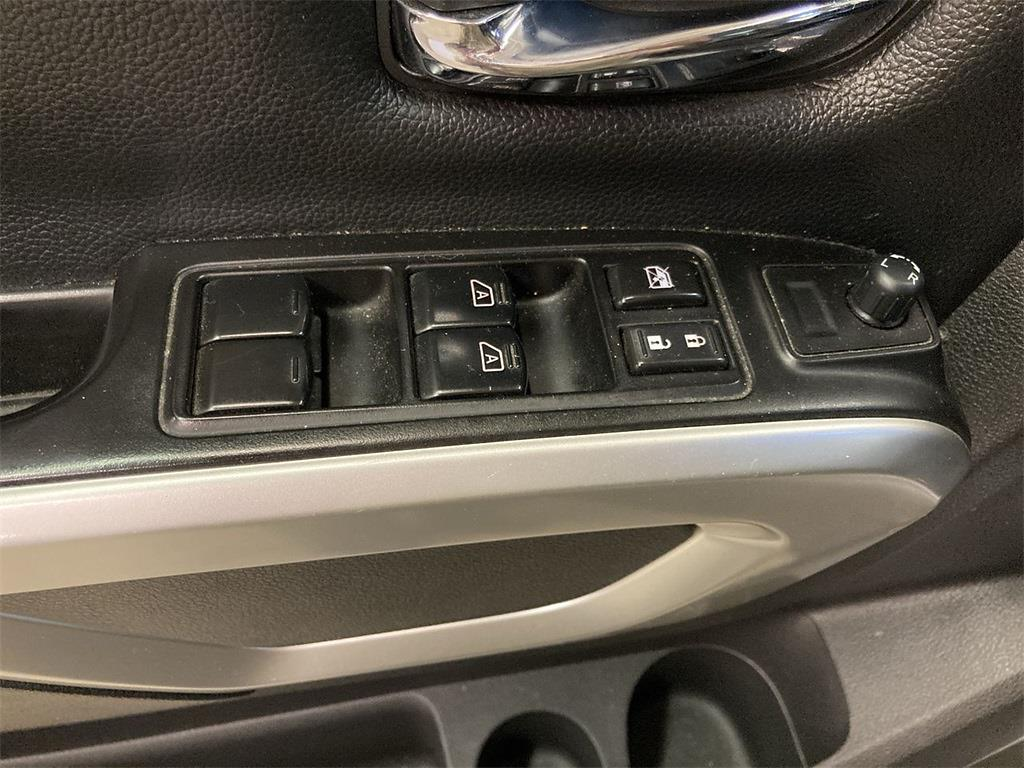 2017 Nissan Titan Crew Cab 4x4, Pickup #D210675B - photo 25