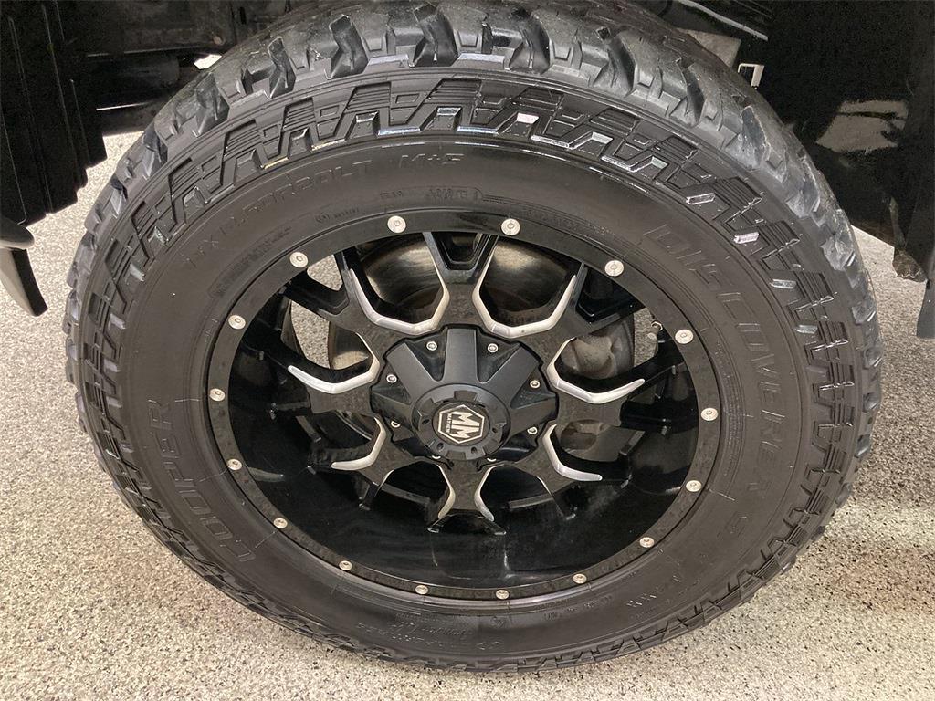 2017 Nissan Titan Crew Cab 4x4, Pickup #D210675B - photo 35