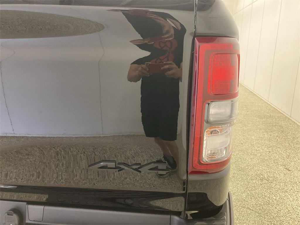 2019 Ram 1500 Crew Cab 4x4, Pickup #D211143A - photo 18