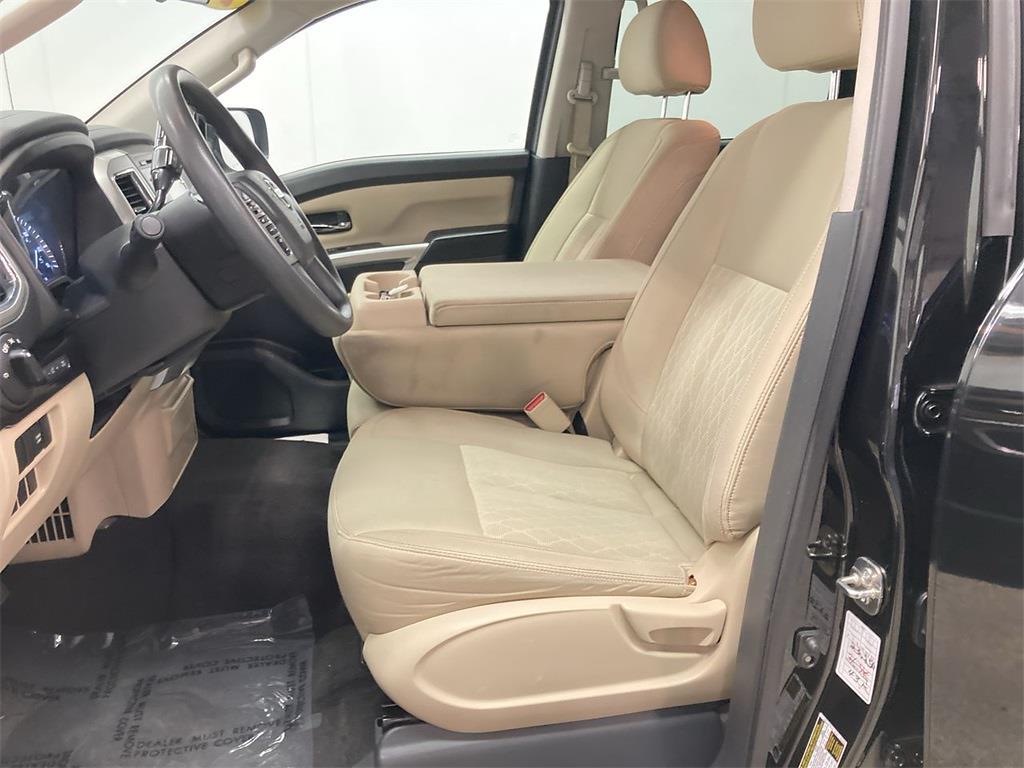 2017 Nissan Titan Crew Cab 4x2, Pickup #JP28272A - photo 22