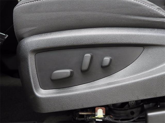 2017 Chevrolet Silverado 1500 Crew Cab 4x4, Pickup #BR363173 - photo 28