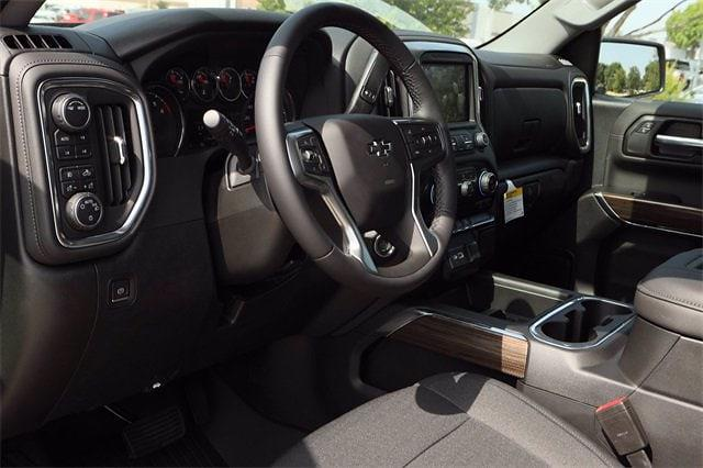 2021 Chevrolet Silverado 1500 Crew Cab 4x4, Pickup #MZ377402 - photo 8