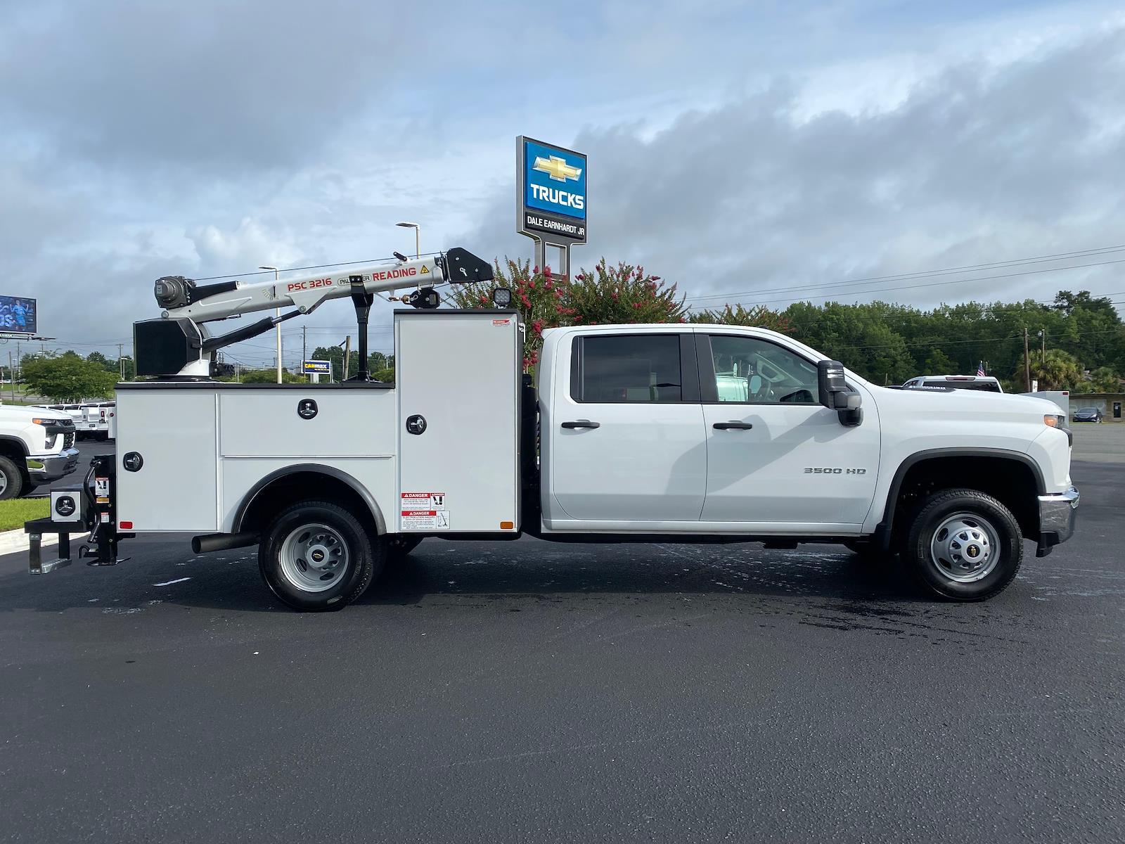 2021 Chevrolet Silverado 3500 Crew Cab AWD, Crane Body Mechanics Truck #CM47741 - photo 3