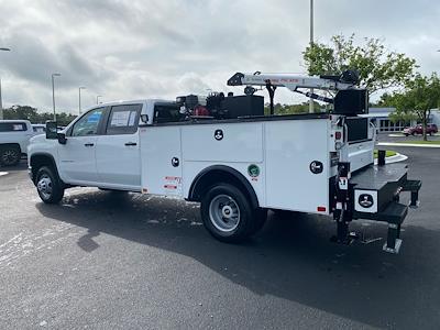 2021 Chevrolet Silverado 3500 Crew Cab AWD, Crane Body Mechanics Truck #CM47741 - photo 4