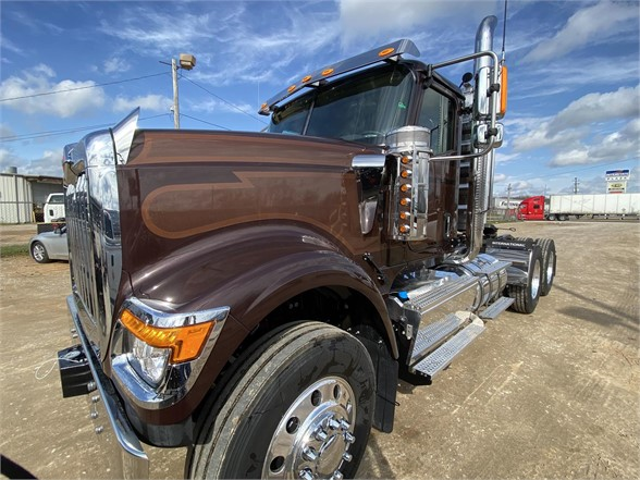 2021 International HX 6x4, Tractor #MN568077 - photo 1