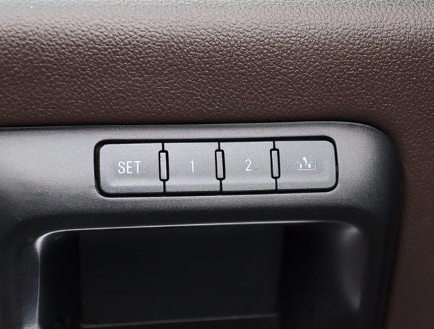 2015 Chevrolet Silverado 1500 Crew Cab 4x4, Pickup #M27588G - photo 32