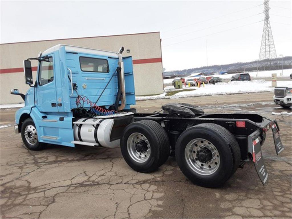 2015 Volvo VNL 6x4, Tractor #169435 - photo 1
