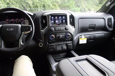 2021 Chevrolet Silverado 1500 Crew Cab 4x4, Pickup #71661 - photo 2