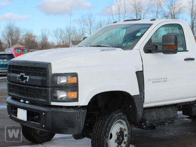 2019 Chevrolet Silverado 5500 Regular Cab DRW 4x4, Reading Platform Body Stake Bed #SH91850 - photo 1
