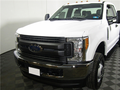 2017 F-350 Super Cab DRW 4x4 Cab Chassis #7257560TC - photo 1